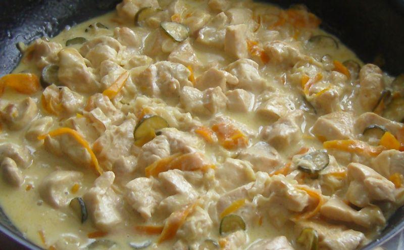 Emlincé de poulet à la crème avec ses petits légumes
