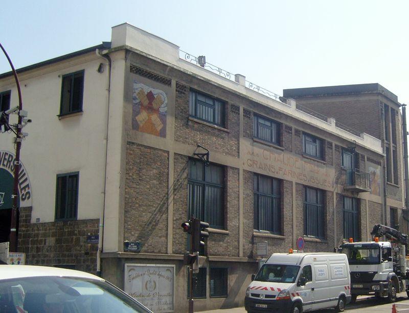 Moulin de versailles extérieur 2