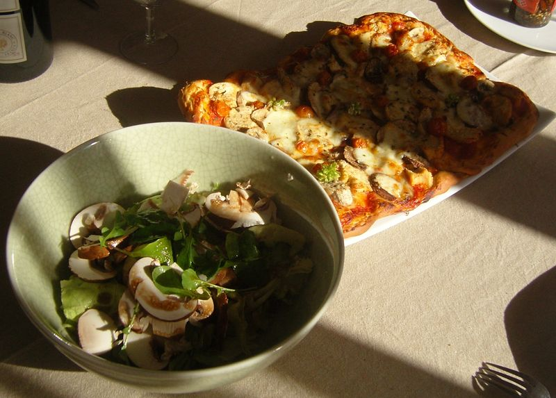 Pizza du Dimanche et sa salade