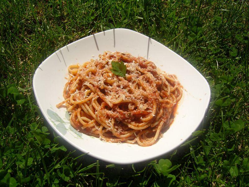 Spaghetti en sauce tomates et herbes