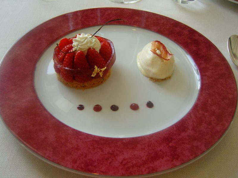 Hautes roches dessert sablé fraises rhubarbe